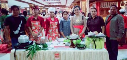 Lomba Makanan Khas Bali Se Bali: Jinengdalem Tampilkan Jajan Laklak