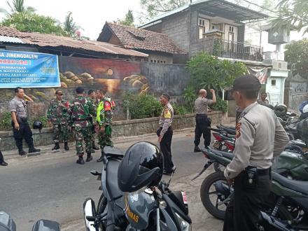 Pengecekan logistik dan persiapan Pilkel Desa Jinengdalem dari Polsek Singaraja dan Danramil