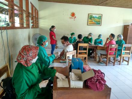Hari Kedua Vaksinasi di Desa Jinengdalem