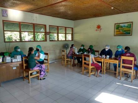 Hari ke Tiga Vaksinasi di Desa Jinengdalem