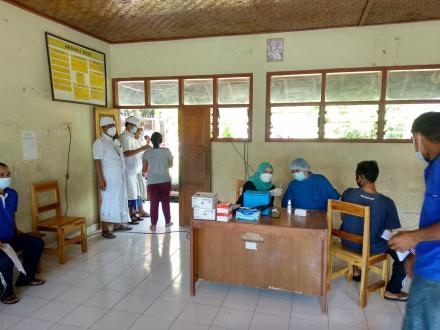 Vaksinasi Hari ke Enam di Desa Jinengdalem